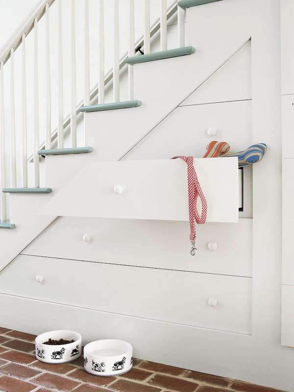 Trang trí cầu thang bằng ngăn kéo