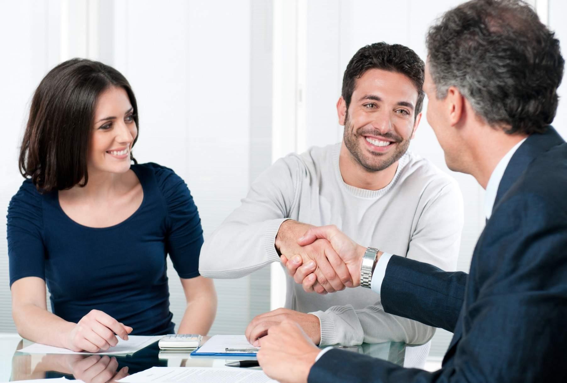 Mua bán nhà có nên thuê phòng giao dịch?
